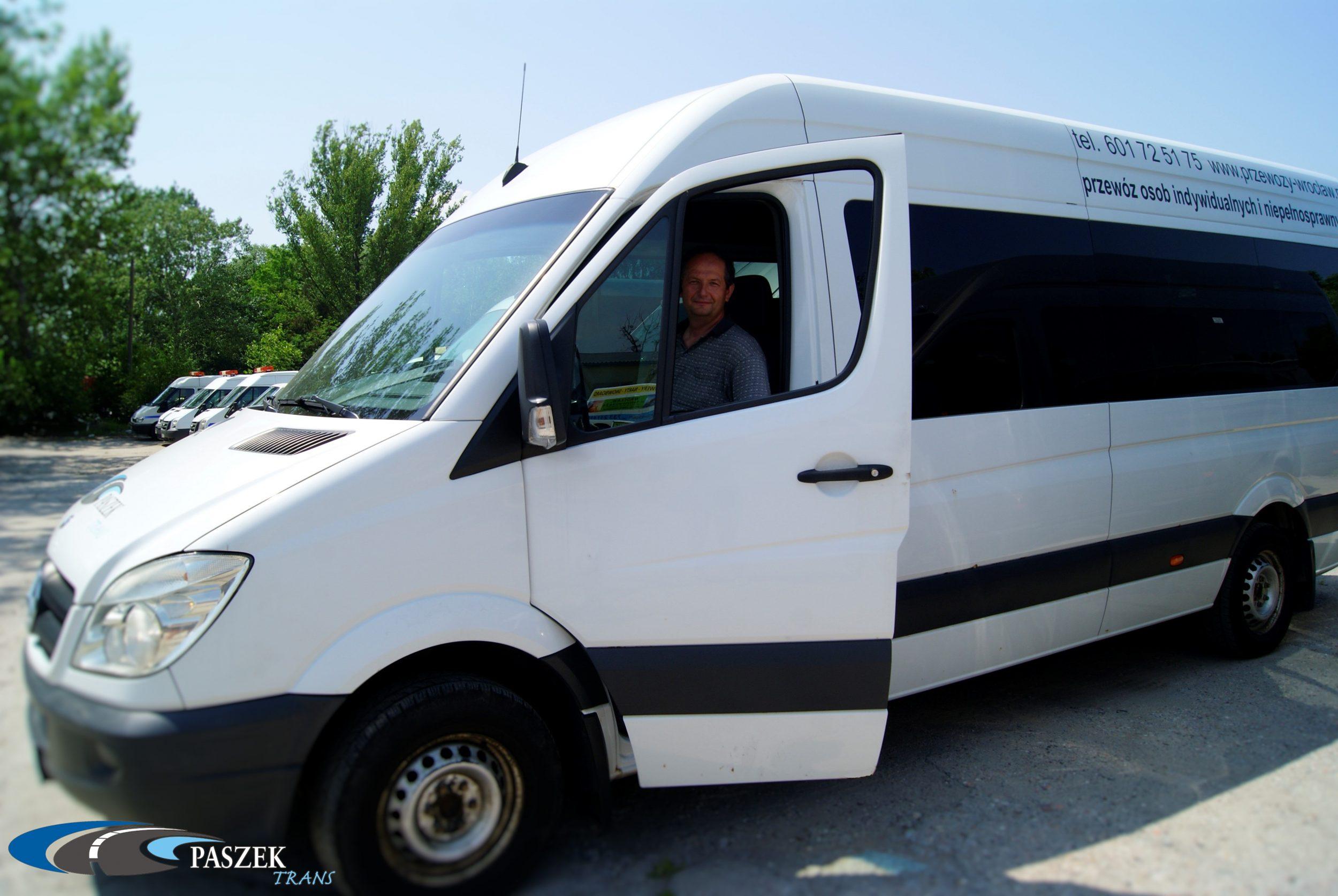 doświadczeni kierowcy, szybki transport, bezpieczny przewóz samochody dostosowane do przewozu osób niepełnosprawnych, przewóz osób
